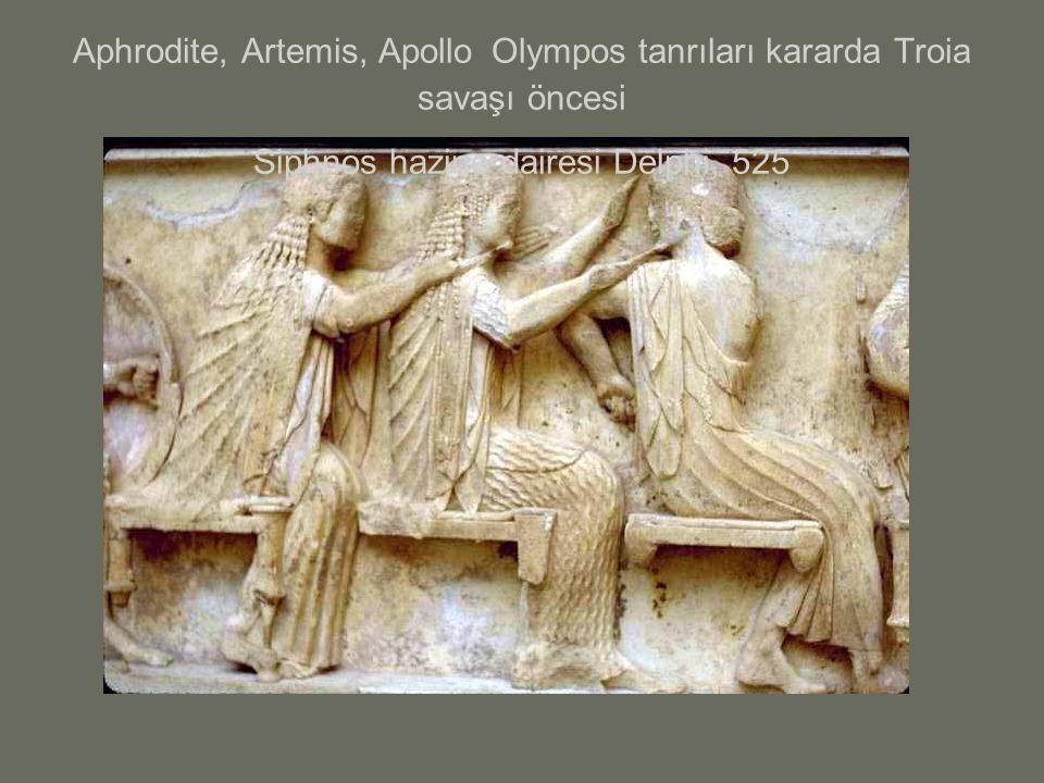Aphrodite, Artemis, Apollo Olympos tanrıları kararda Troia savaşı öncesi Siphnos hazine dairesi Delphi, 525