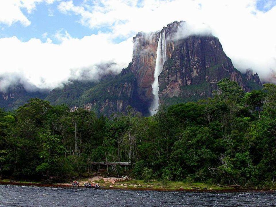 Şeytan Kanyonunda bir melek: Angel Şelalesi Venezuellanın Canaima Ulusal Parkında bulunan dünyanın en yüksek şelalesi unvanına sahip Angel, hem çarpıcı görünümü hem de çevresinde barındırdığı güzelliklerle doğaseverlerin vazgeçemediği yerler arasında.