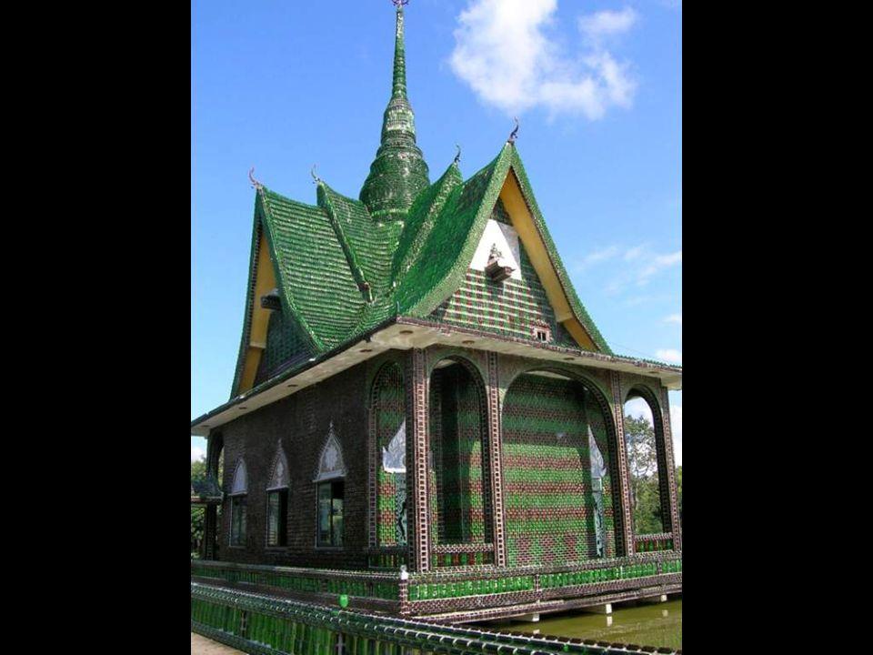 啤酒瓶子建的寺庙 --- 泰国的万瓶寺