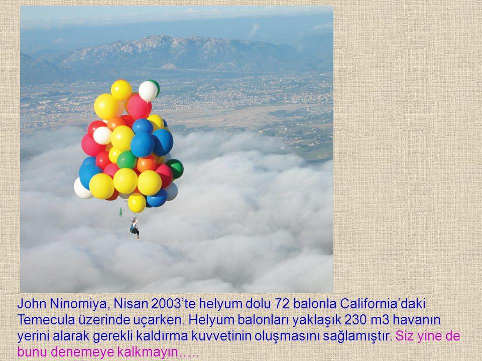 John Ninomiya, Nisan 2003'te helyum dolu 72 balonla California'daki Temecula üzerinde uçarken. Helyum balonları yaklaşık 230 m3 havanın yerini alarak