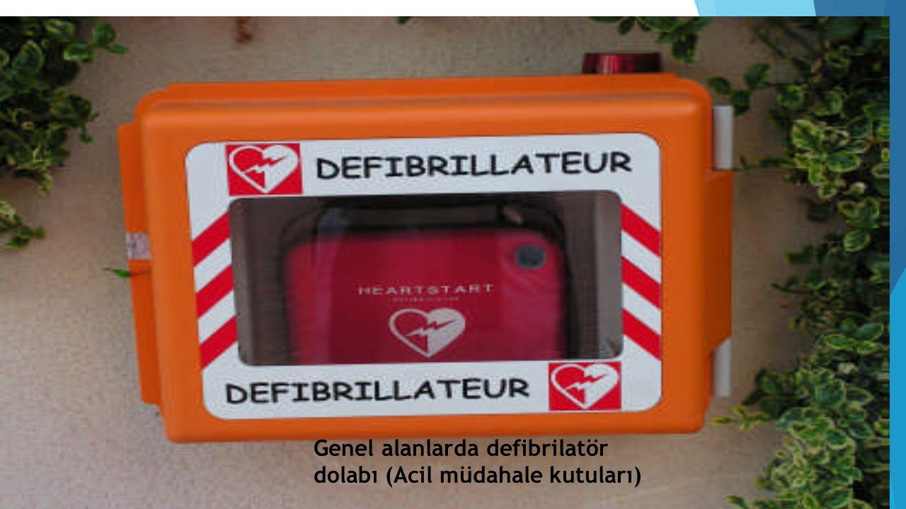 Genel alanlarda defibrilatör dolabı (Acil müdahale kutuları)
