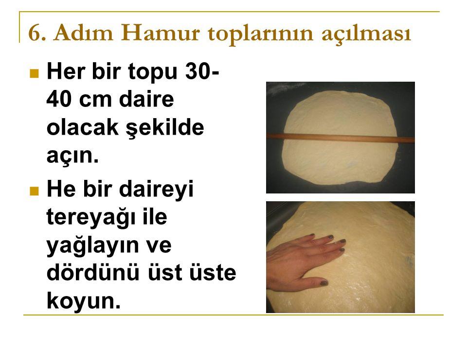 6.Adım Hamur toplarının açılması Her bir topu 30- 40 cm daire olacak şekilde açın.
