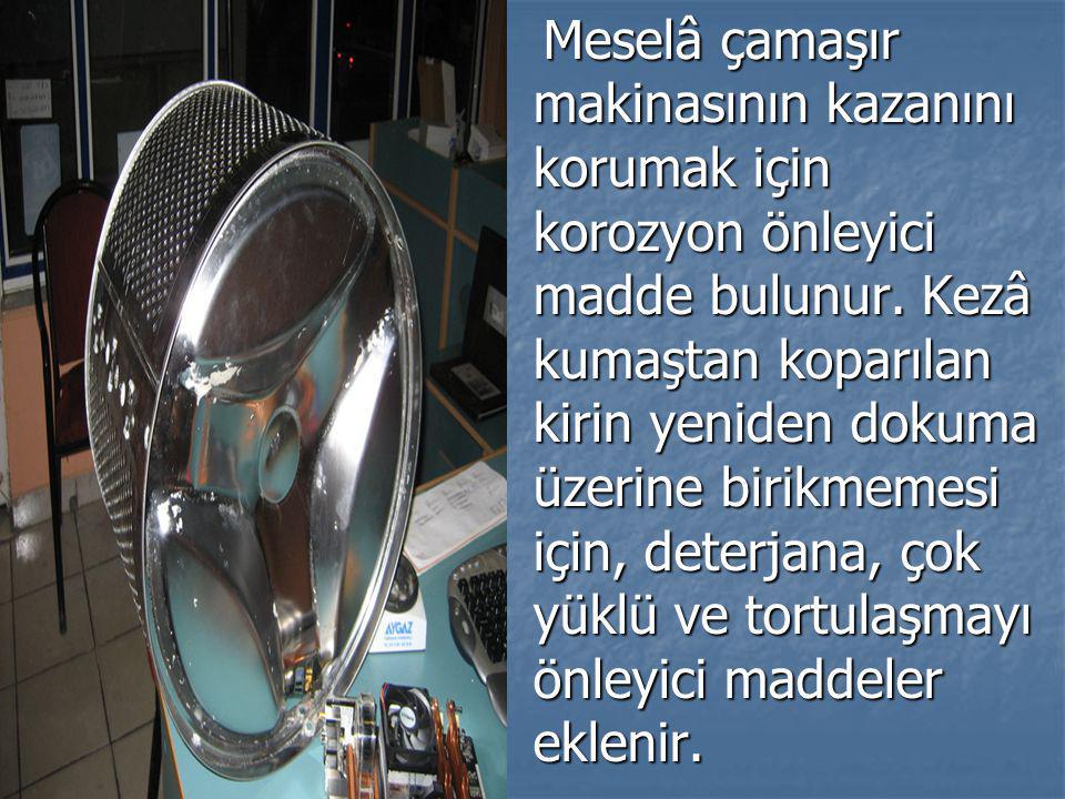 Meselâ çamaşır makinasının kazanını korumak için korozyon önleyici madde bulunur. Kezâ kumaştan koparılan kirin yeniden dokuma üzerine birikmemesi içi