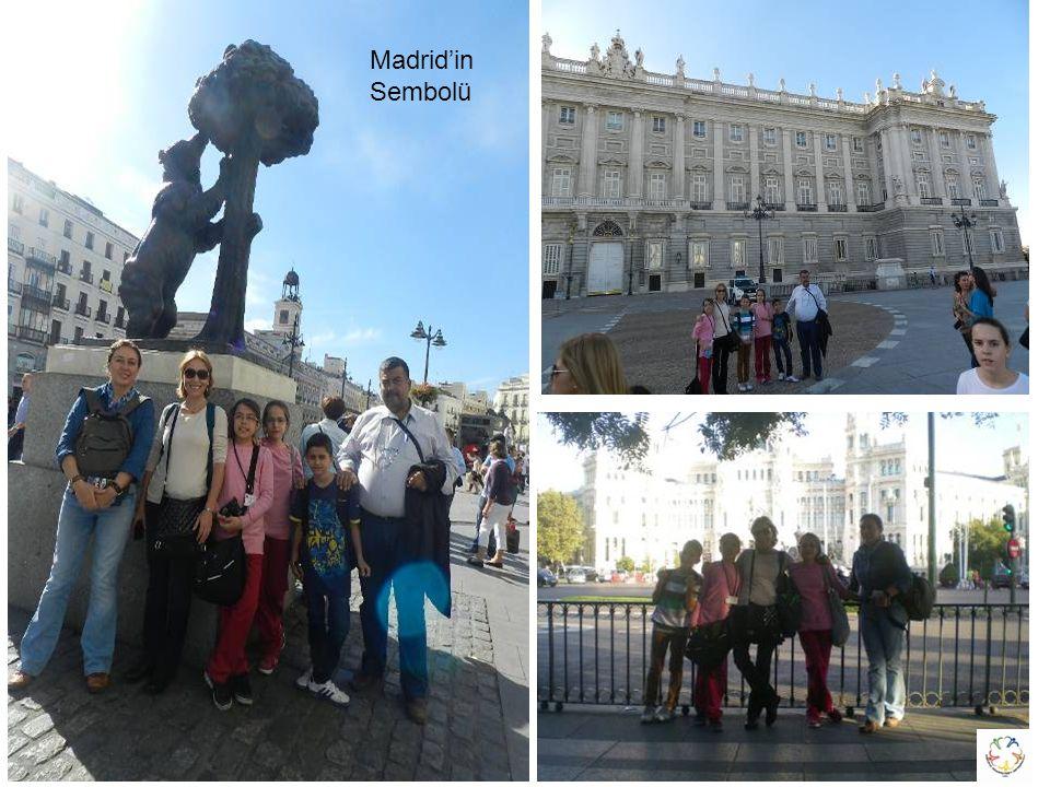 Plaza de Mayor Meydanı Puerta del Sol Meydanı'nda Sıfır Noktası