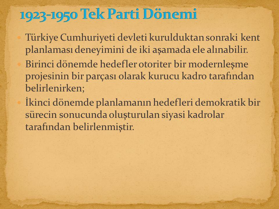 Türkiye Cumhuriyeti devleti kurulduktan sonraki kent planlaması deneyimini de iki aşamada ele alınabilir.