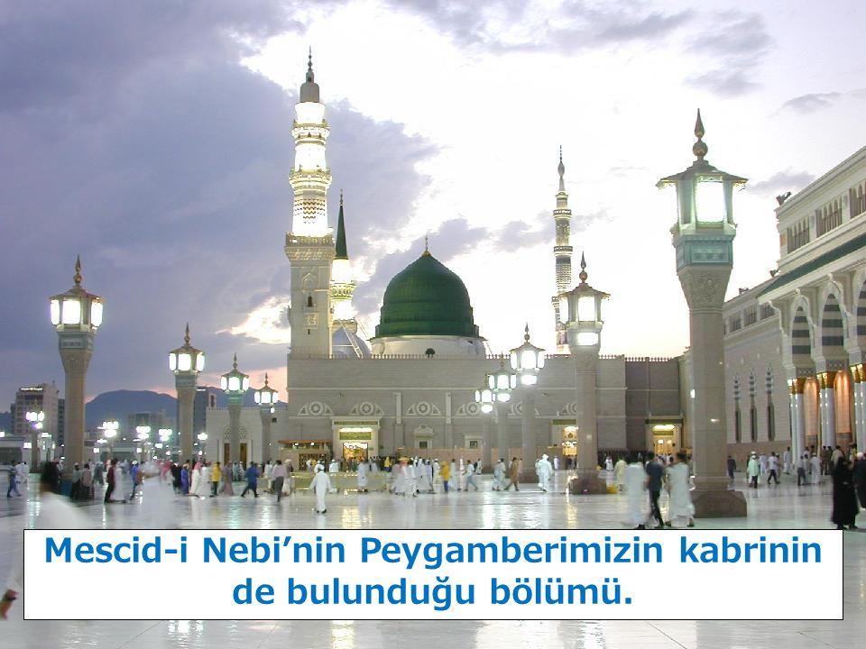 Mescid-i Nebi'nin Peygamberimizin kabrinin de bulunduğu bölümü.