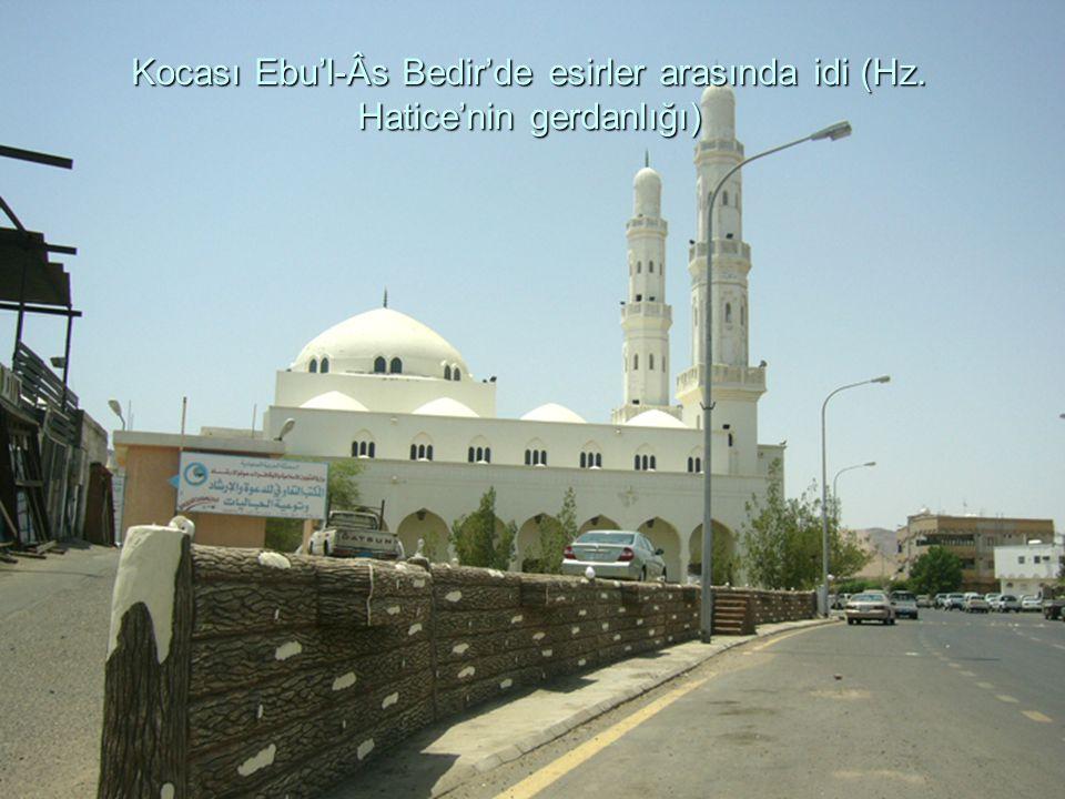 Kocası Ebu'l-Âs Bedir'de esirler arasında idi (Hz. Hatice'nin gerdanlığı)