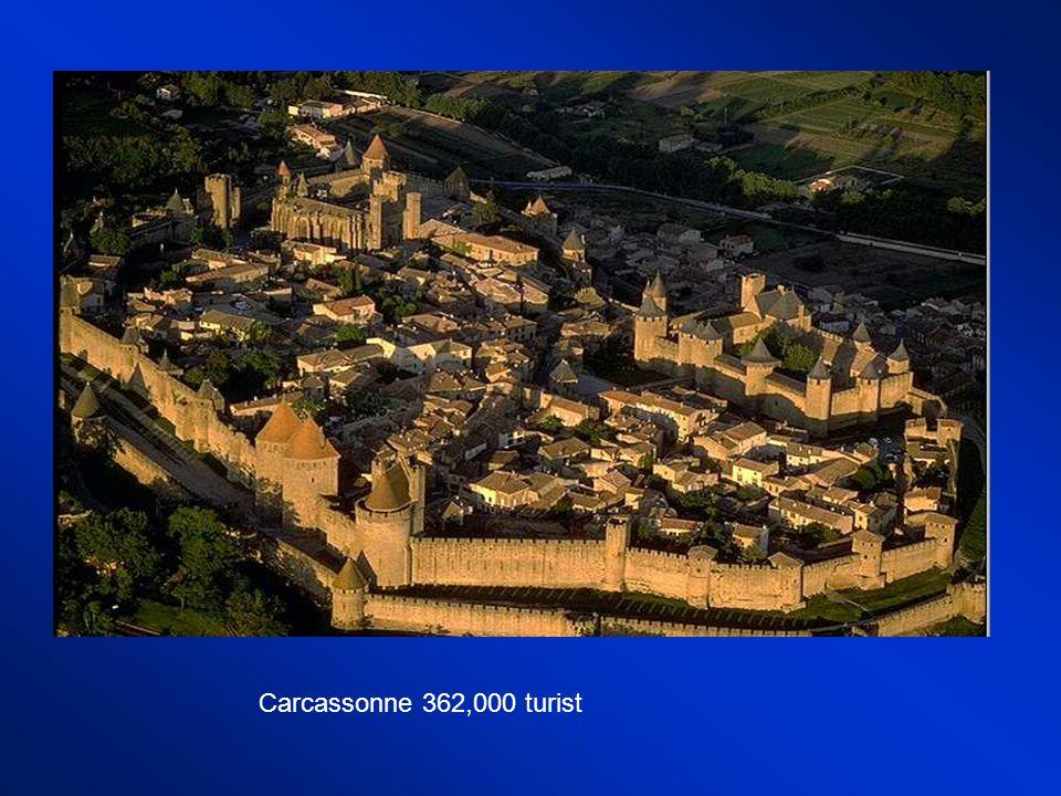 Mont-Saint-Michel 1 milyon turistSaint Chapelle 683,000 turist