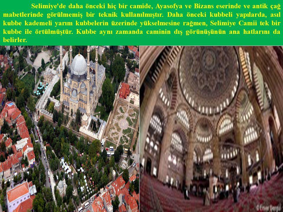 Selimiye nin dört minaresi vardır.Minareler üçer şerefelidir.