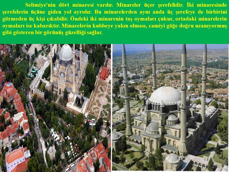 Selimiye Camii'nin mimarisinde olduğu kadar, mermer, çini ve hat işçiliklerinde de kusursuzluğa varılmıştır.