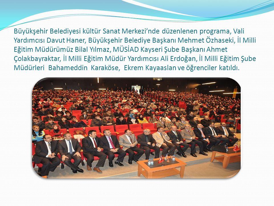 Büyükşehir Belediyesi kültür Sanat Merkezi'nde düzenlenen programa, Vali Yardımcısı Davut Haner, Büyükşehir Belediye Başkanı Mehmet Özhaseki, İl Milli