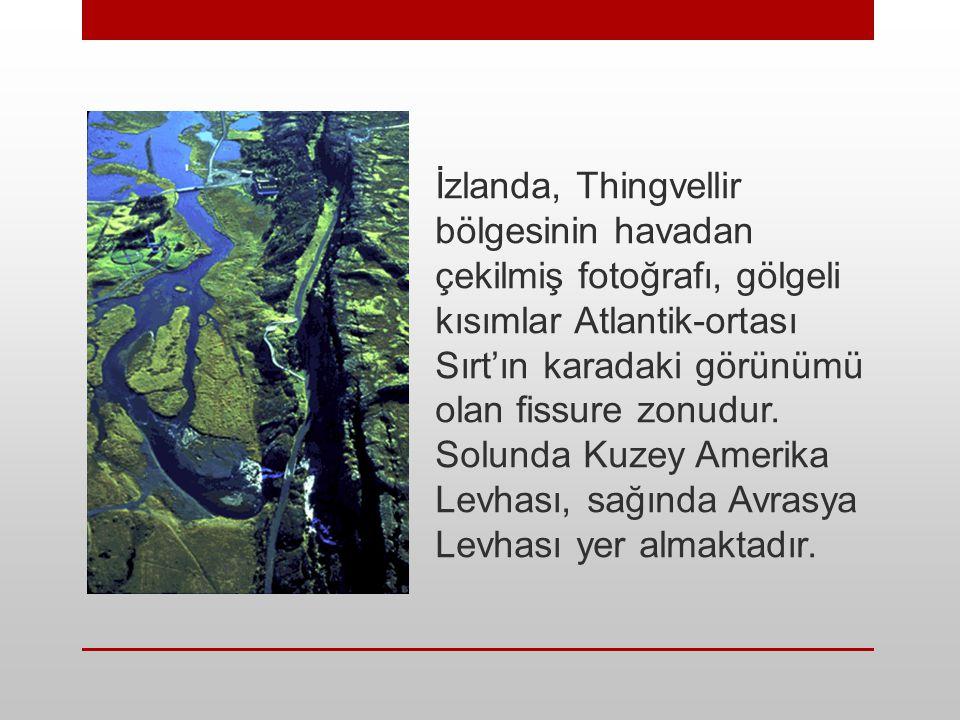 İzlanda, Thingvellir bölgesinin havadan çekilmiş fotoğrafı, gölgeli kısımlar Atlantik-ortası Sırt'ın karadaki görünümü olan fissure zonudur. Solunda K