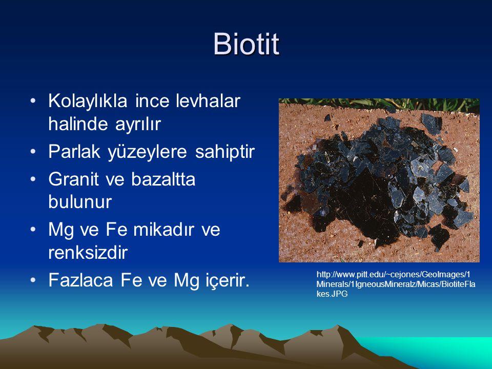 Biotit Kolaylıkla ince levhalar halinde ayrılır Parlak yüzeylere sahiptir Granit ve bazaltta bulunur Mg ve Fe mikadır ve renksizdir Fazlaca Fe ve Mg içerir.