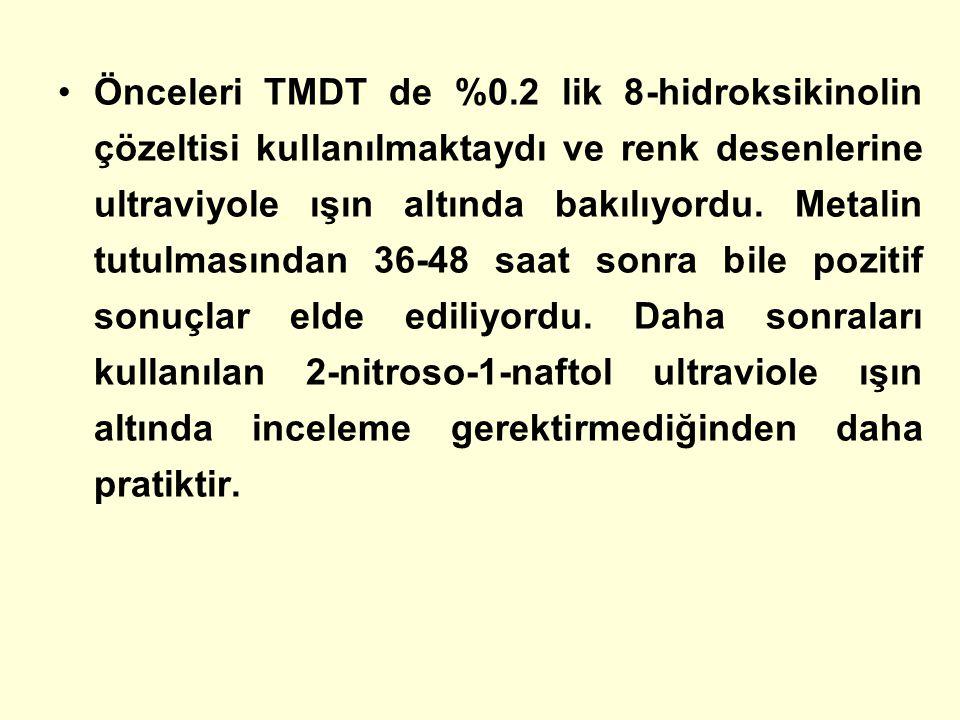 Önceleri TMDT de %0.2 lik 8-hidroksikinolin çözeltisi kullanılmaktaydı ve renk desenlerine ultraviyole ışın altında bakılıyordu. Metalin tutulmasından