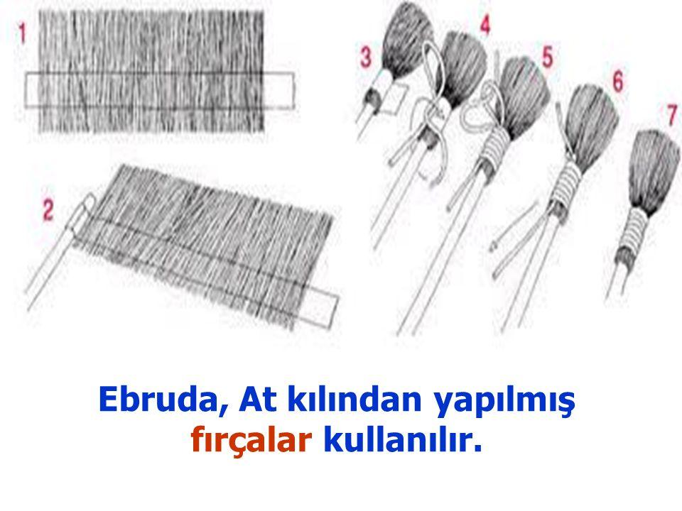 Ebruda, At kılından yapılmış fırçalar kullanılır.