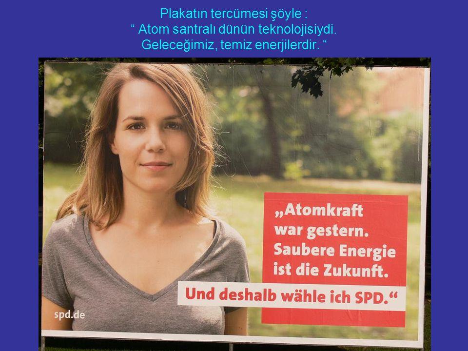 Plakatın tercümesi şöyle : Atom santralı dünün teknolojisiydi. Geleceğimiz, temiz enerjilerdir.