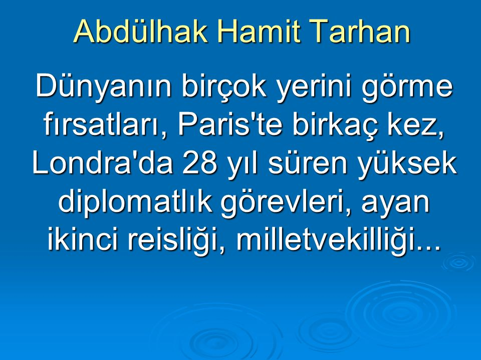 Abdülhak Hamit Tarhan giyiniş özeninden tavırlarının ölçülülüğüne, geniş bilgisinden görgü zenginliklerine kadar uzanan etki güçleriyle., kamuoyunun topluca onayladığı bir kişiliğe bürünür.