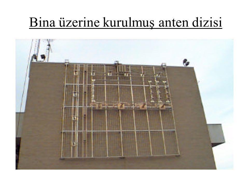 Bina üzerine kurulmuş anten dizisi