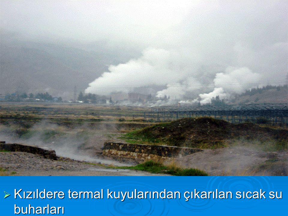  Kızıldere termal kuyularından çıkarılan sıcak su buharları
