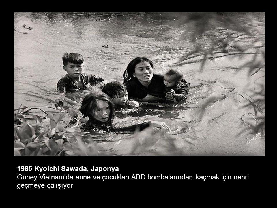 1964 Donald McCullin, İngiltere Kıbrıs ta bir Türk kadın Rumlar tarafından öldürülen kocasının yasını tutuyor.