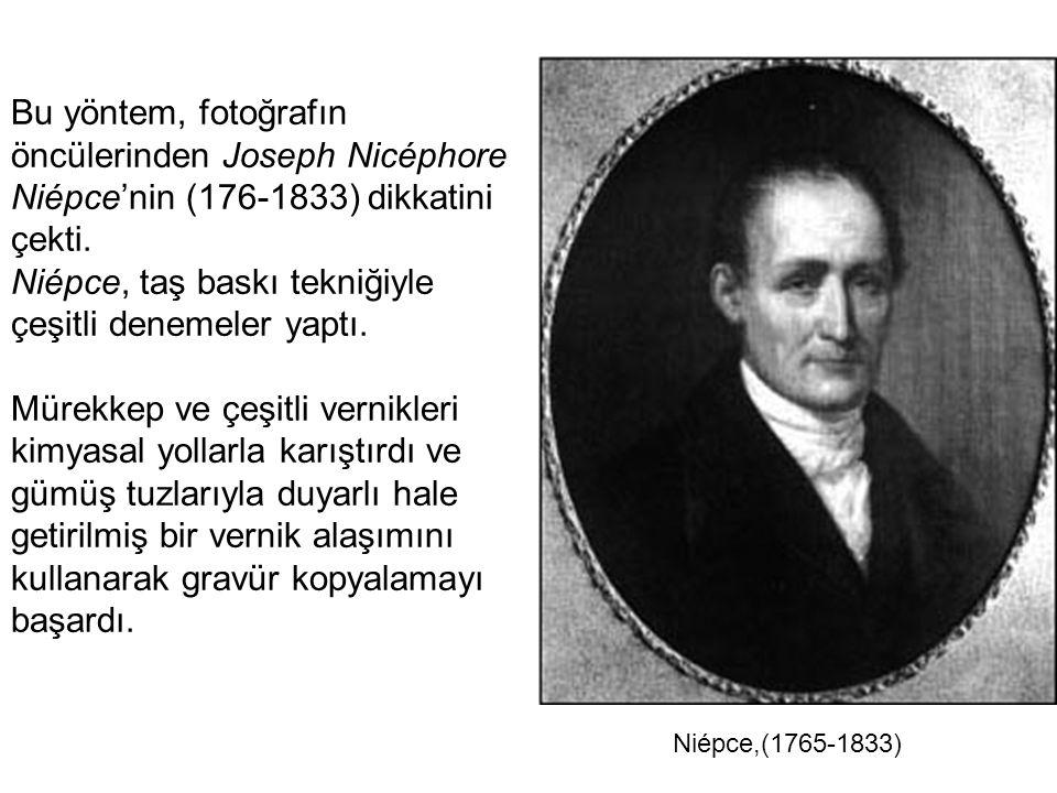 Bu yöntem, fotoğrafın öncülerinden Joseph Nicéphore Niépce'nin (176-1833) dikkatini çekti. Niépce, taş baskı tekniğiyle çeşitli denemeler yaptı. Mürek