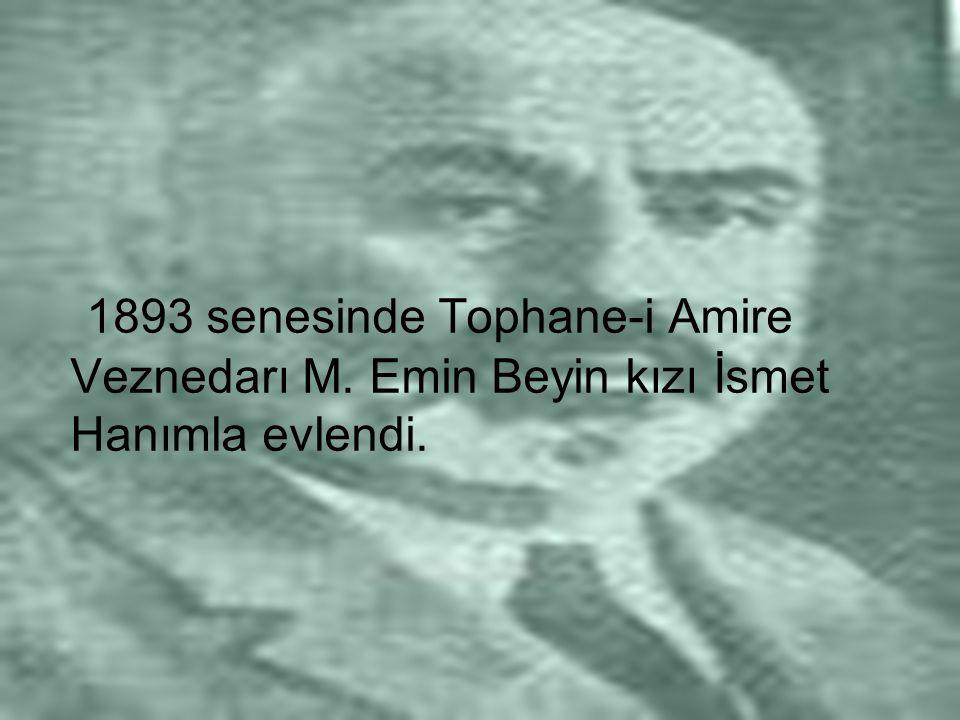 1893 senesinde Tophane-i Amire Veznedarı M. Emin Beyin kızı İsmet Hanımla evlendi.