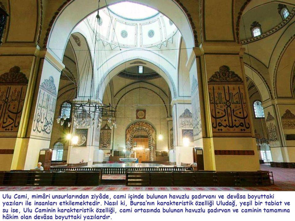 Ulu Cami, mimâri unsurlarından ziyâde, cami içinde bulunan havuzlu şadırvanı ve devâsa boyuttaki yazıları ile insanları etkilemektedir. Nasıl ki, Burs