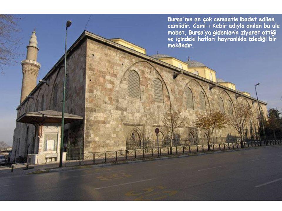 Bursa'nın en çok cemaatle ibadet edilen camiidir. Cami-i Kebir adıyla anılan bu ulu mabet, Bursa'ya gidenlerin ziyaret ettiği ve içindeki hatları hayr