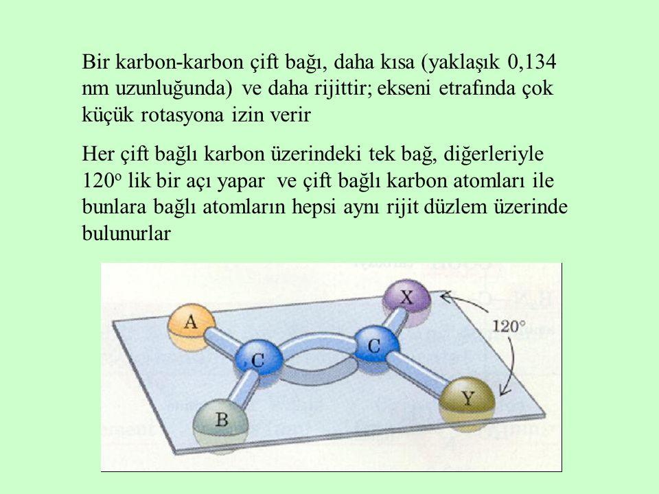 Bir karbon-karbon çift bağı, daha kısa (yaklaşık 0,134 nm uzunluğunda) ve daha rijittir; ekseni etrafında çok küçük rotasyona izin verir Her çift bağlı karbon üzerindeki tek bağ, diğerleriyle 120 o lik bir açı yapar ve çift bağlı karbon atomları ile bunlara bağlı atomların hepsi aynı rijit düzlem üzerinde bulunurlar