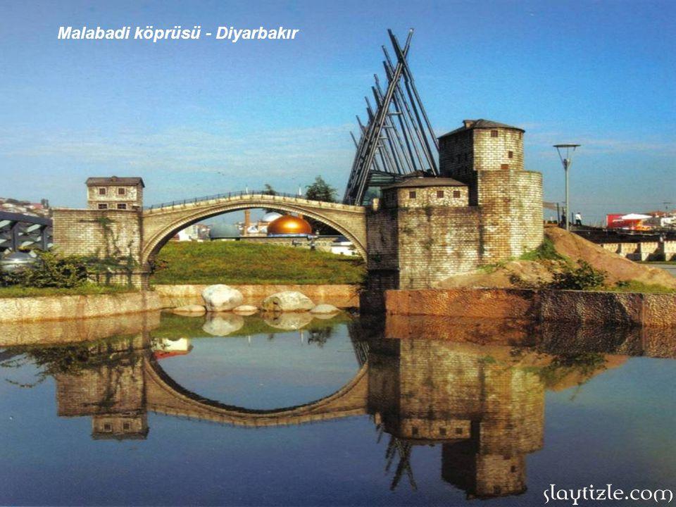 YİVLİ MİNARELİ CAMİİ: Antalya Kaleiçi'ndedir. Selçuklu Sultanı 1.Alaeddin Keykubat tarafından 1230 yılında yapılmıştır. Antalya'nın sembolü sayılmakta