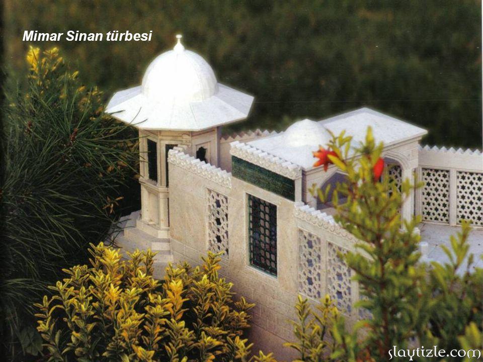 YEŞİL TÜRBE: Çelebi Mehmet'e ait olan türbe,1421 yılında, Bursa Yeşil Camii'nin yanında yapılmıştır.Şehrin her yerinden görülebilen Yeşil Türbe, Bursa