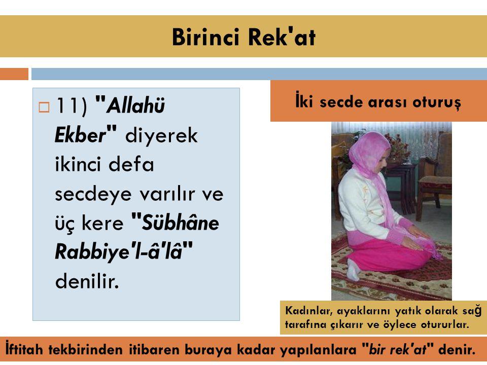  11) Allahü Ekber diyerek ikinci defa secdeye varılır ve üç kere Sübhâne Rabbiye l-â lâ denilir.