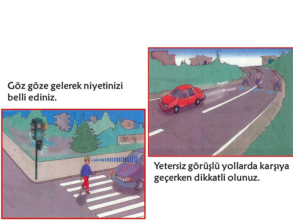 Park etmiş araçların arasından diğer araçları görmek zordur. Taşıtları görebilmek için park halindeki araçların yol tarafında durunuz.