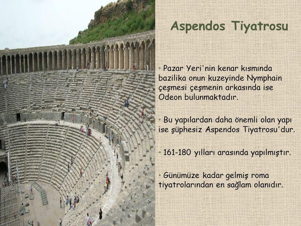 Aspendos Tiyatrosu Pazar Yeri nin kenar kısmında bazilika onun kuzeyinde Nymphain çeşmesi çeşmenin arkasında ise Odeon bulunmaktadır.