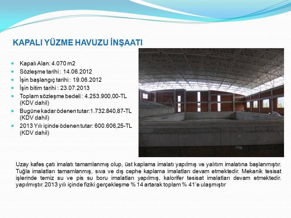 KAPALI YÜZME HAVUZU İNŞAATI Kapalı Alan: 4.070 m2 Sözleşme tarihi : 14.06.2012 İşin başlangıç tarihi : 19.06.2012 İşin bitim tarihi : 23.07.2013 Toplam sözleşme bedeli : 4.253.900,00-TL (KDV dahil) Bugüne kadar ödenen tutar:1.732.840,87-TL (KDV dahil) 2013 Yılı içinde ödenen tutar: 600.606,25-TL (KDV dahil) Uzay kafes çatı imalatı tamamlanmış olup, üst kaplama imalatı yapılmış ve yalıtım imalatına başlanmıştır.