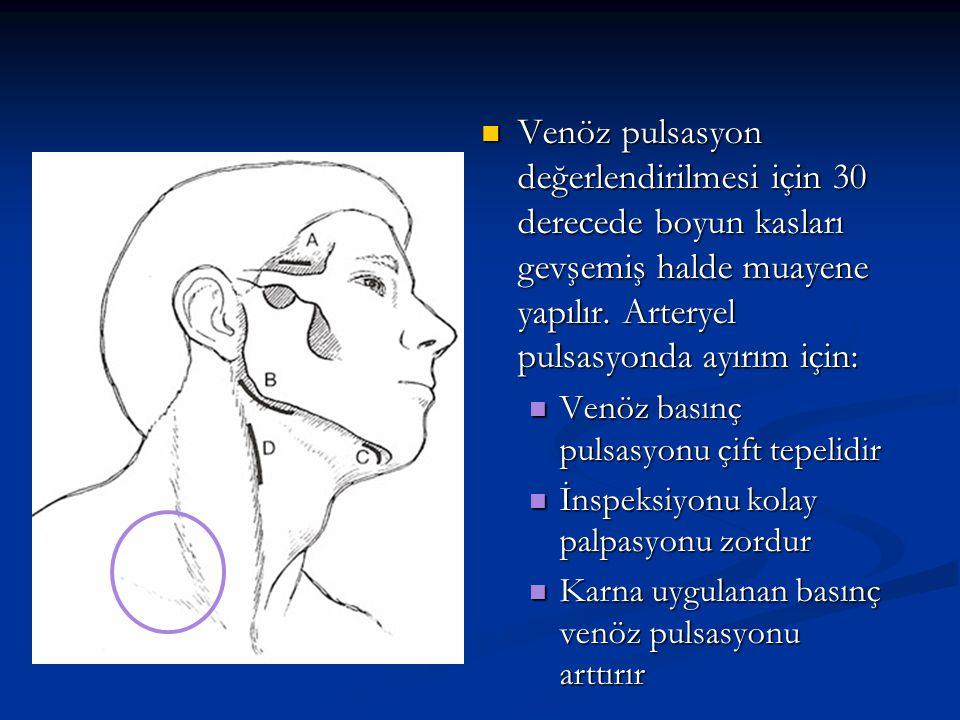 Venöz pulsasyon değerlendirilmesi için 30 derecede boyun kasları gevşemiş halde muayene yapılır. Arteryel pulsasyonda ayırım için: Venöz pulsasyon değ