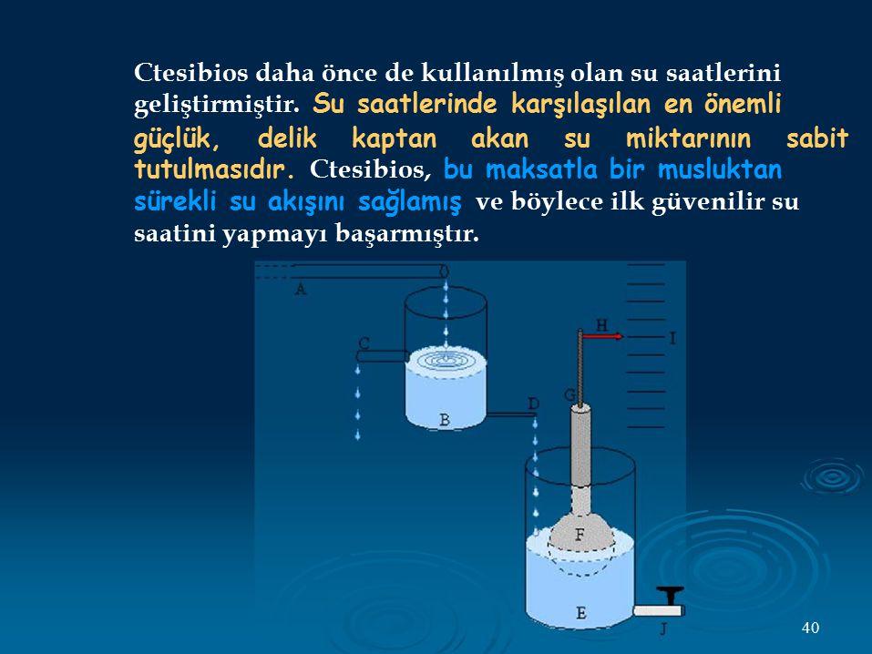 Ctesibios daha önce de kullanılmış olan su saatlerini geliştirmiştir. Su saatlerinde karşılaşılan en önemli güçlük, delik kaptan akan su miktarının sa
