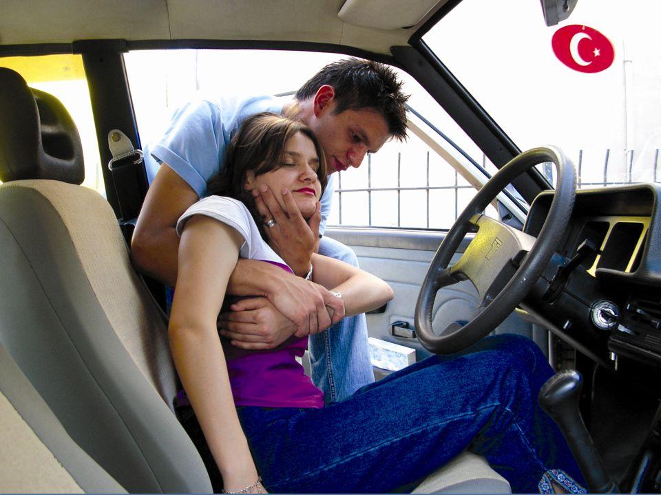Kısa Mesafede Süratli Taşıma Teknikleri 1-Kucakta Taşıma: 1-Kucakta Taşıma: Bilinci açık olan çocuklar ve hafif yetişkinler için kullanışlı bir yöntemdir.