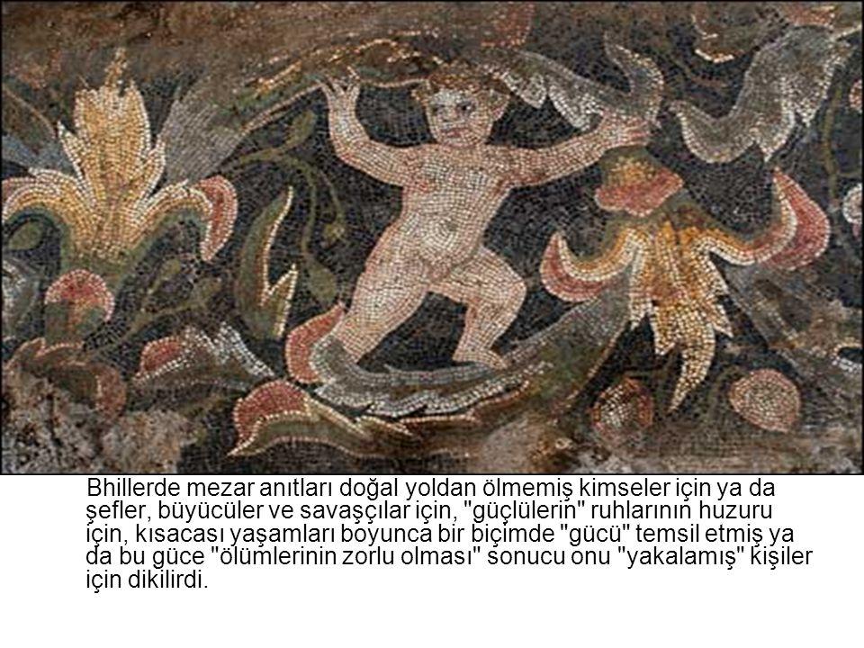 Bhillerde mezar anıtları doğal yoldan ölmemiş kimseler için ya da şefler, büyücüler ve savaşçılar için,