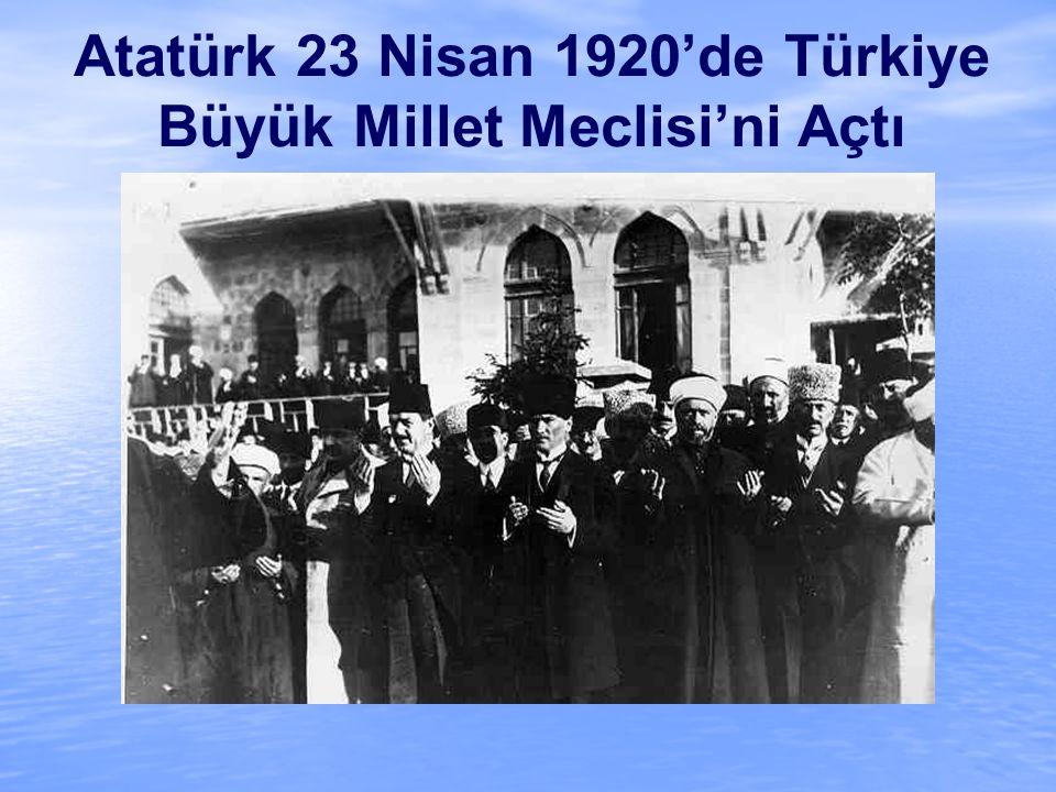Atatürk 23 Nisan 1920'de Türkiye Büyük Millet Meclisi'ni Açtı