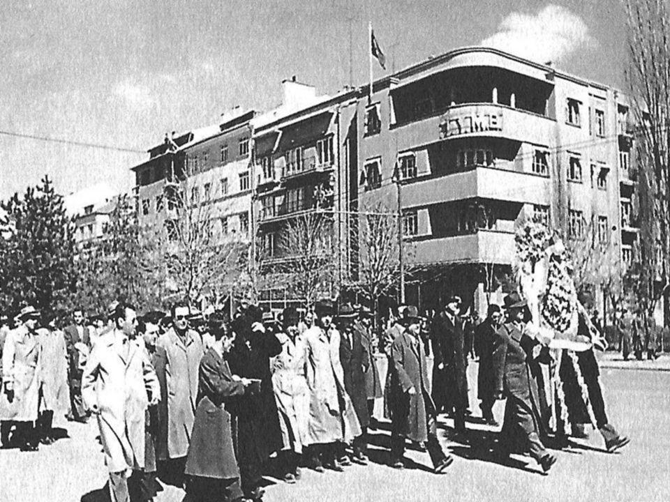 İzmir İktisat Kongresi sonunda; kongreye katılanlar oybirliği ile Misak-ı İktisadı kabul ederek, modern ve müreffeh Türkiye için canla başla çalışmaya and içti.