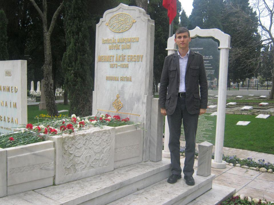 Cenab Şehabettin Askerî tıbbiyeli.Dermatoloji uzmanı.