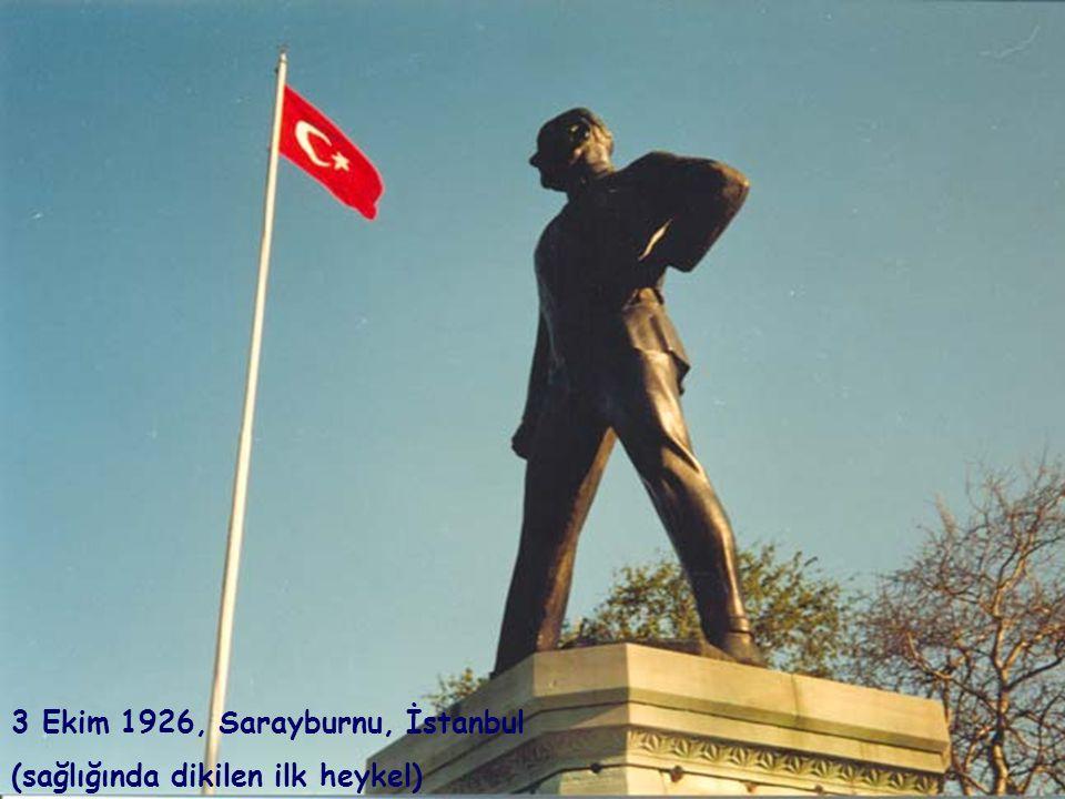 MUSTAFA KEMAL'İN GÖK YAZILARI Ben Mustafa Kemal, elimde tebeşir, Kocaman, Mavicek bebelerin, ak kızların, Taş ninelerin, çatal dedelerin gözleri, kocaman, Bir 10 Kasım gecesi Yazıyorum ateşten çağrımı karşınıza: -Ey Türk gençliği...