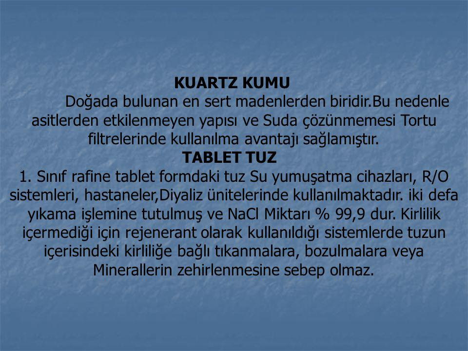 KUARTZ KUMU Doğada bulunan en sert madenlerden biridir.Bu nedenle asitlerden etkilenmeyen yapısı ve Suda çözünmemesi Tortu filtrelerinde kullanılma avantajı sağlamıştır.