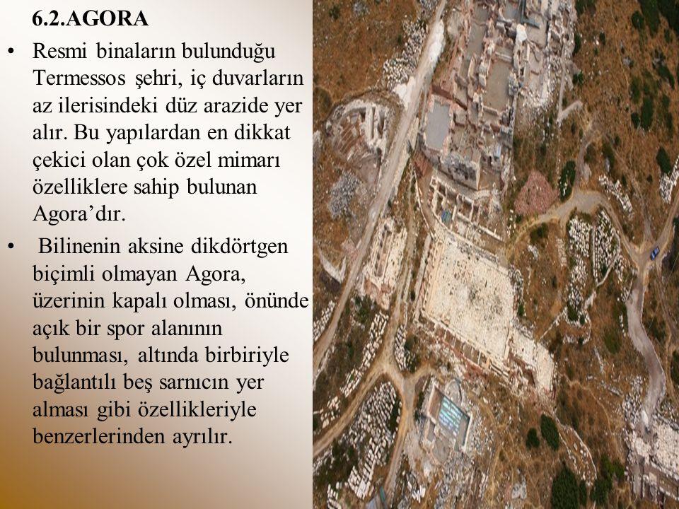 6.2.AGORA Resmi binaların bulunduğu Termessos şehri, iç duvarların az ilerisindeki düz arazide yer alır. Bu yapılardan en dikkat çekici olan çok özel