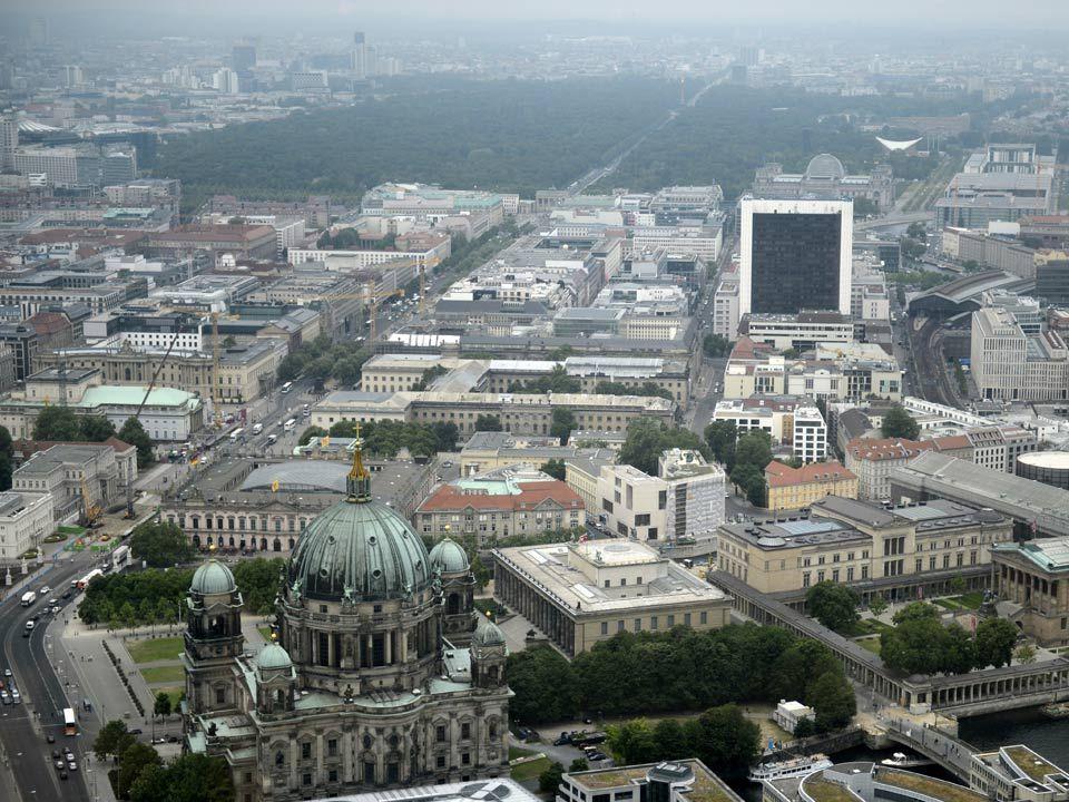 Cografya Berlin in doğudan-batıya uzunluğu 45 km dir ve güneyden kuzeye ise 38 km dir.