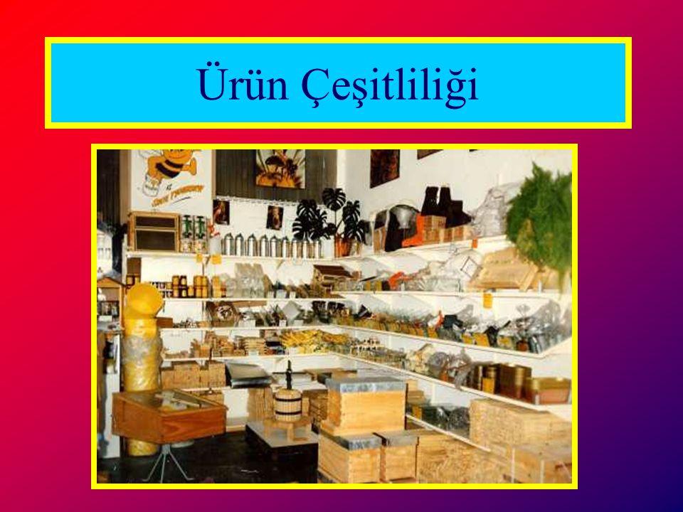 Organik ürünler konvansiyonel ürünlerden ayrı reyonlarda satılır.