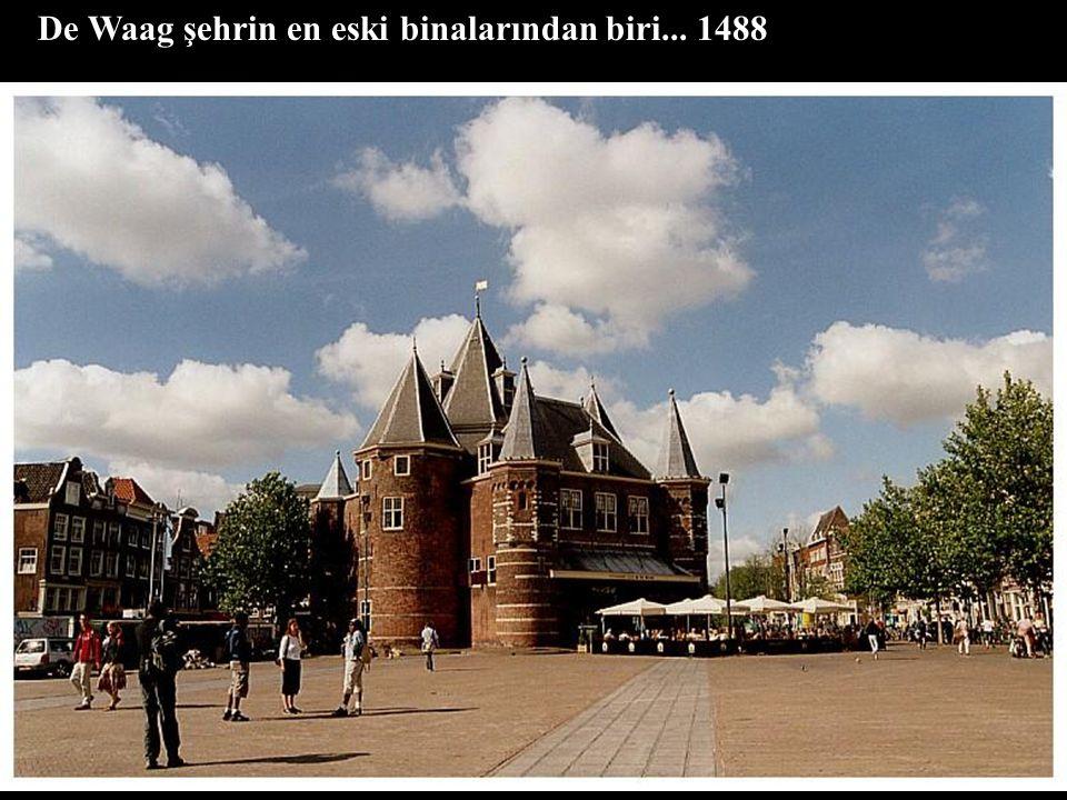 De Waag şehrin en eski binalarından biri... 1488