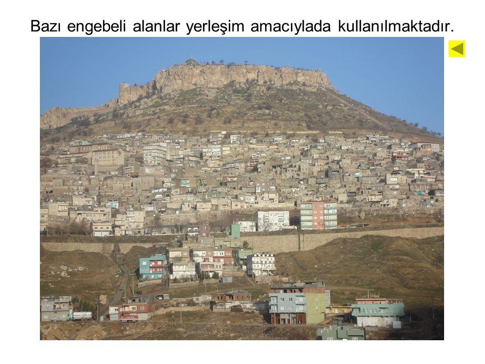 Bazı engebeli alanlar yerleşim amacıylada kullanılmaktadır. Örnek: Mardin'in Mardin Eşiği'nin güney yamacında kurulması.