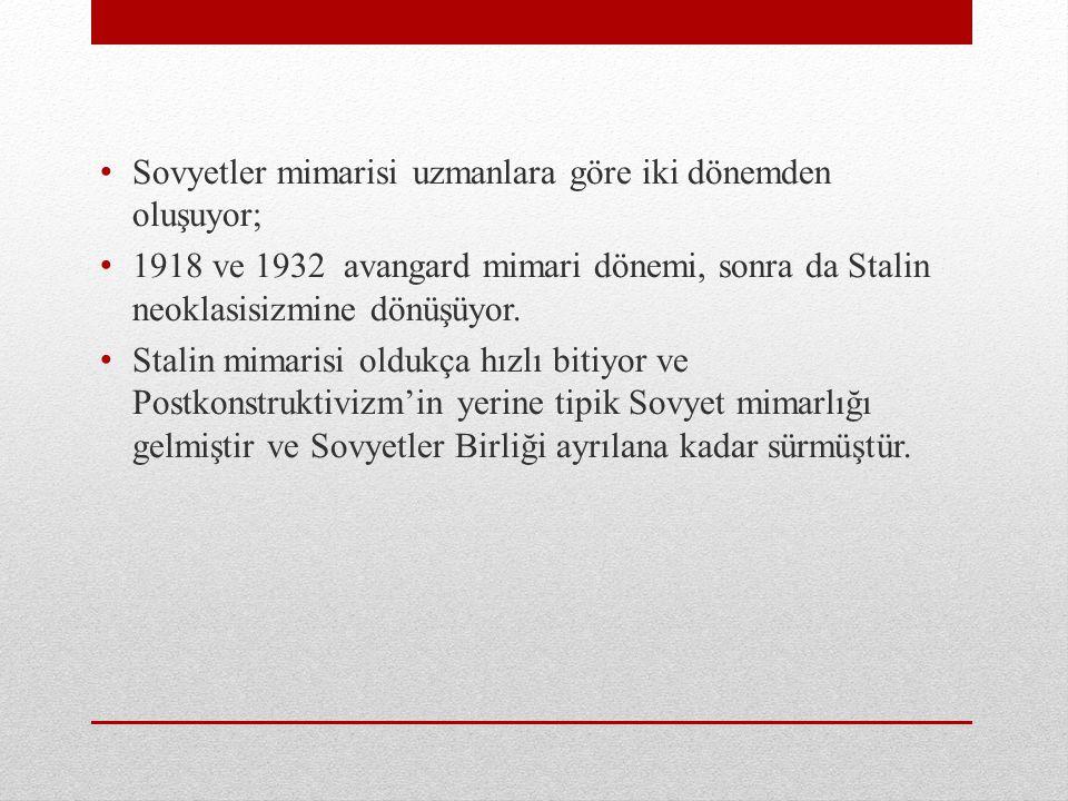 Sovyetler mimarisi uzmanlara göre iki dönemden oluşuyor; 1918 ve 1932 avangard mimari dönemi, sonra da Stalin neoklasisizmine dönüşüyor. Stalin mimari